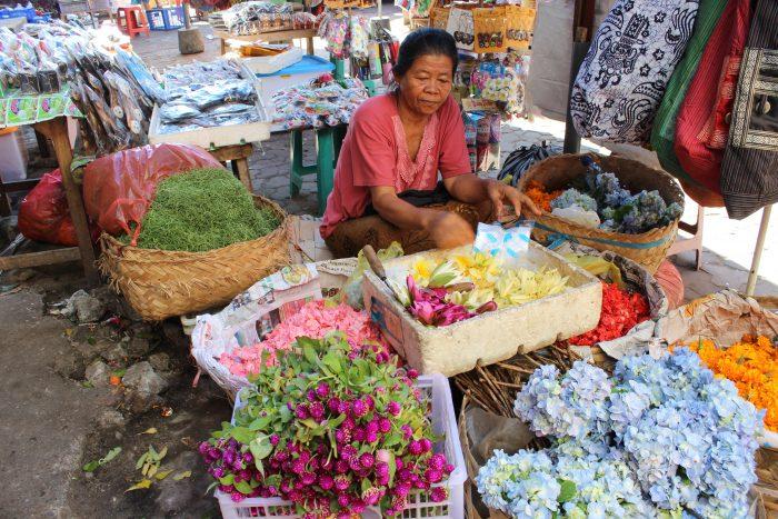 Bali, lady selling flowers
