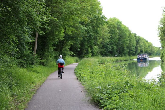 Bicycling along the tow path