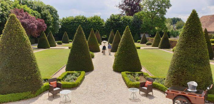Chateau Les Aulnois gardens, France