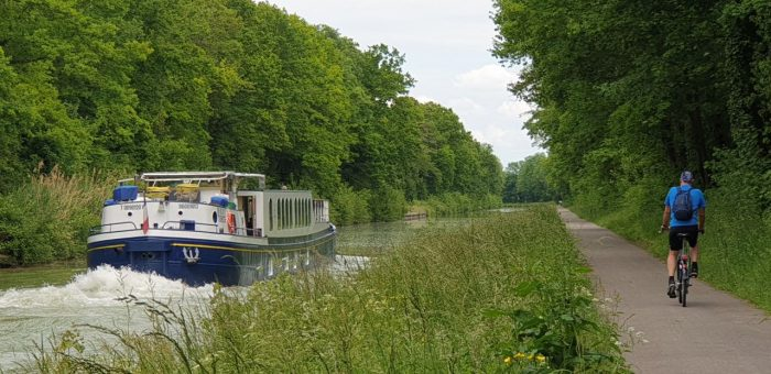 slow travel, barge in France