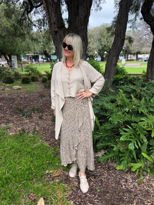Women over 50 outfit ideas - Get the look